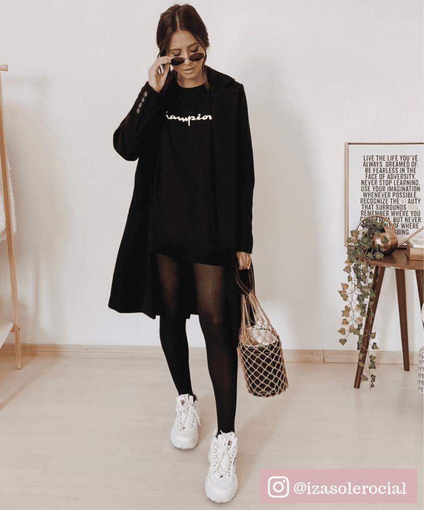 tenis e vestido preto
