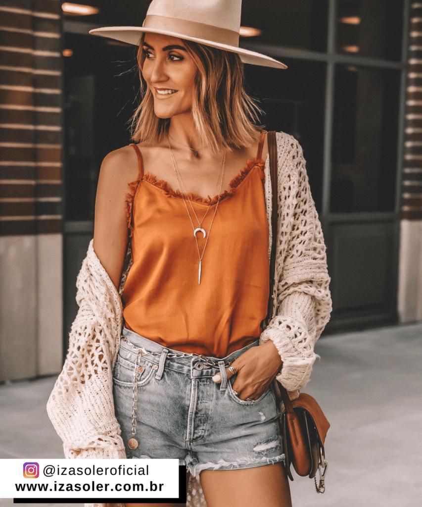 short laranja combina com que cor de blusa
